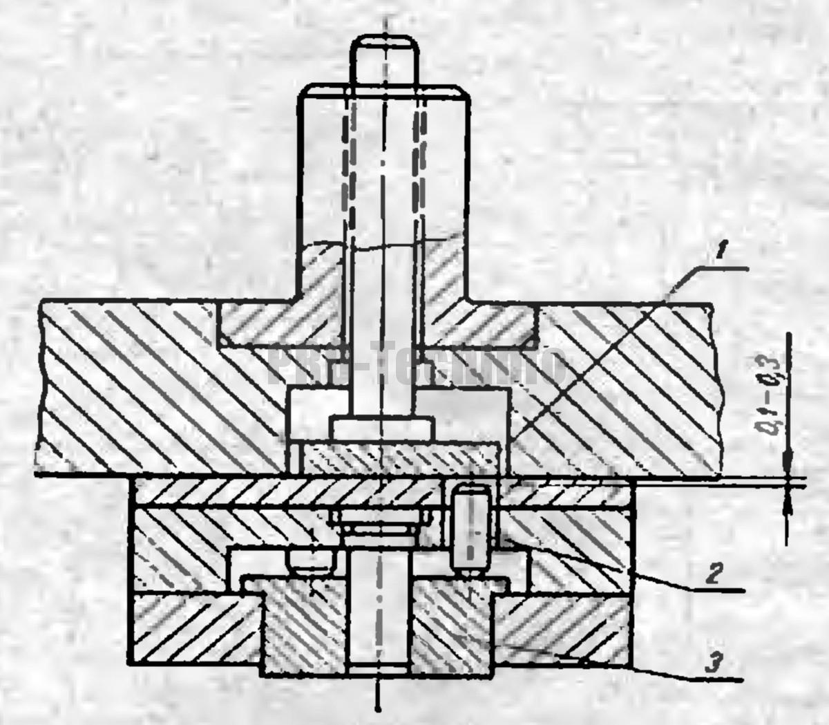 Выталкивающее устройство с промежуточной планкой